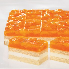 Mandarinen-Sahneschnitte 25 x 38 cm, geschnitten (2900 g, 20 Portionen)